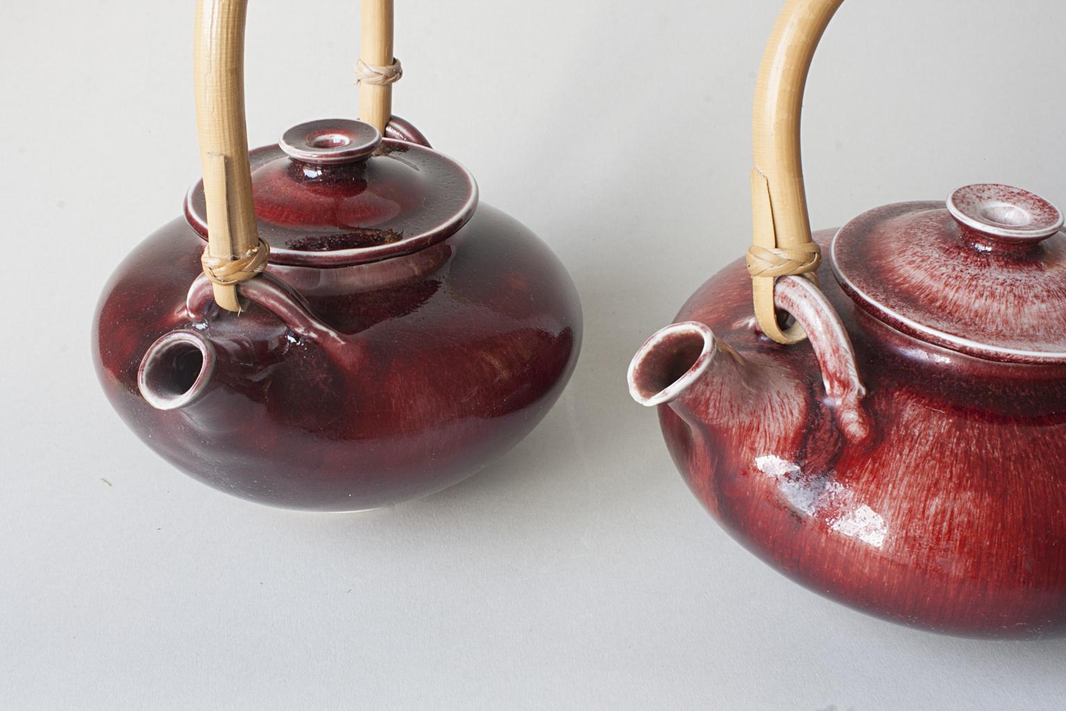 théières en porcelaine, rouge