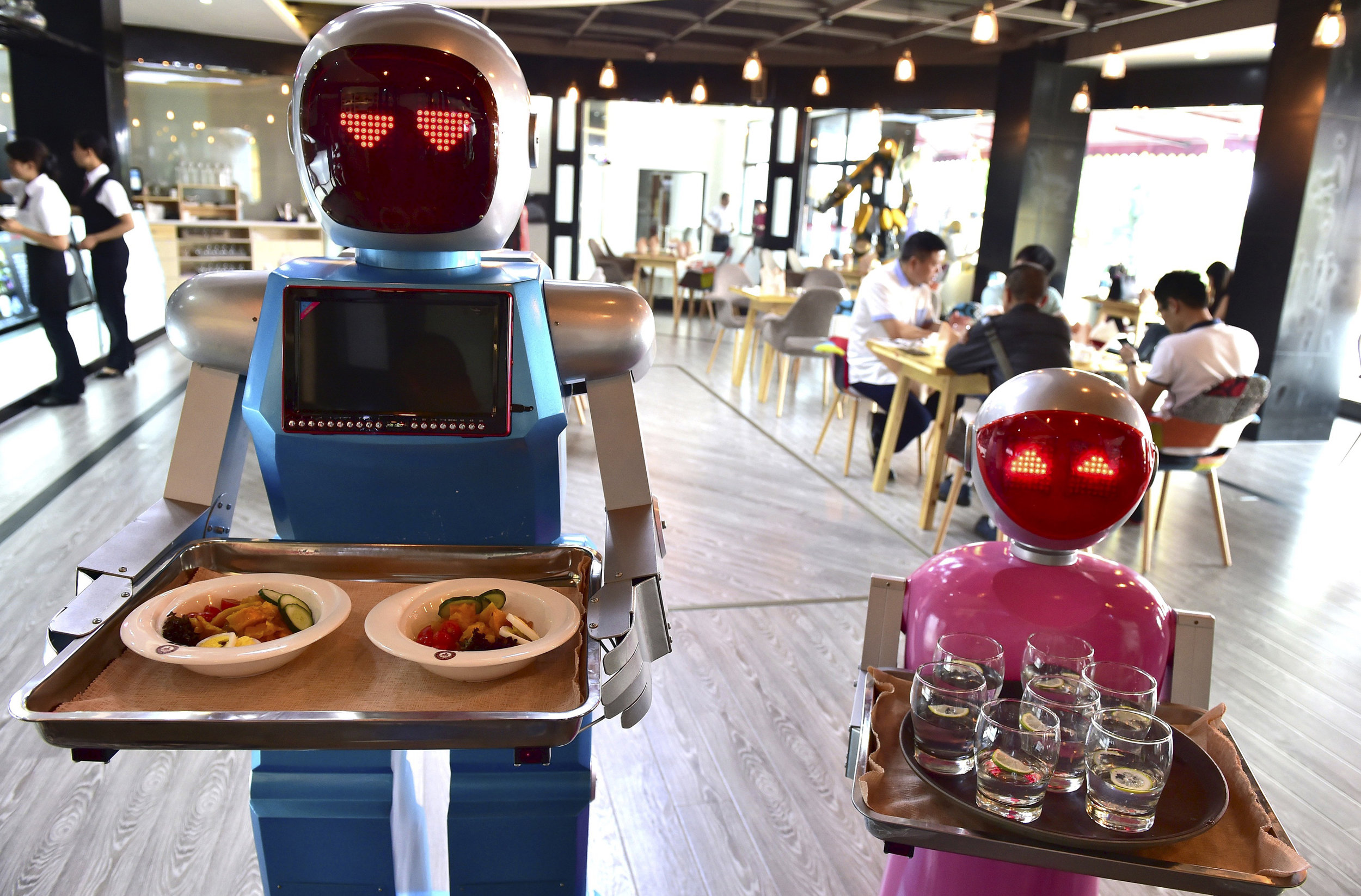 160511-renstrom-robots-restaurant-tease_qup89g.jpg