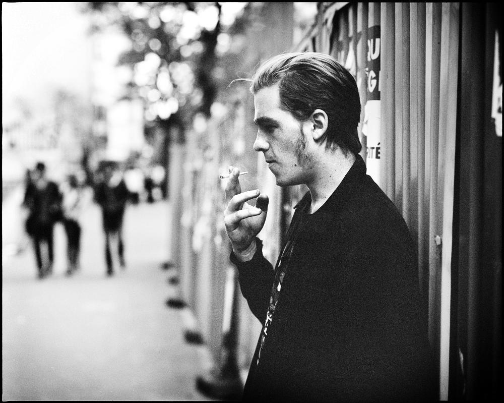 Oscar_smoking_paris_web.jpg
