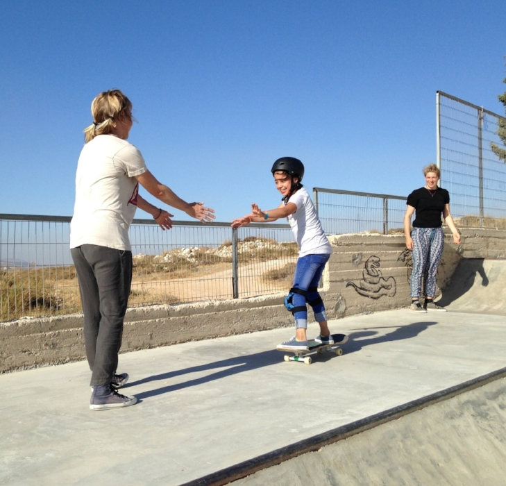 Teamwork is the dreamwork! Bella & Kristi help Lydia on the quarterpipe.