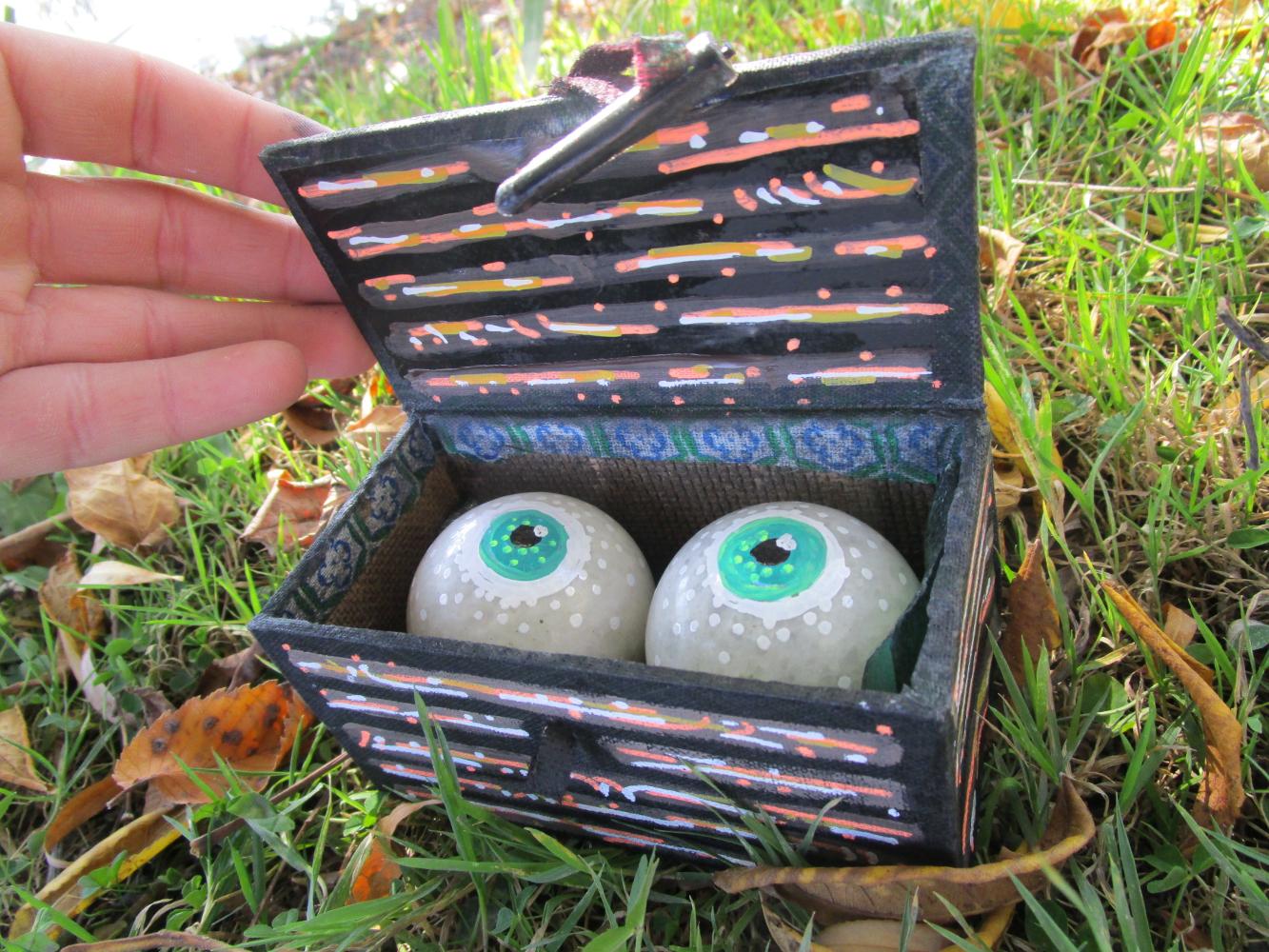 eyes in a box2.JPG