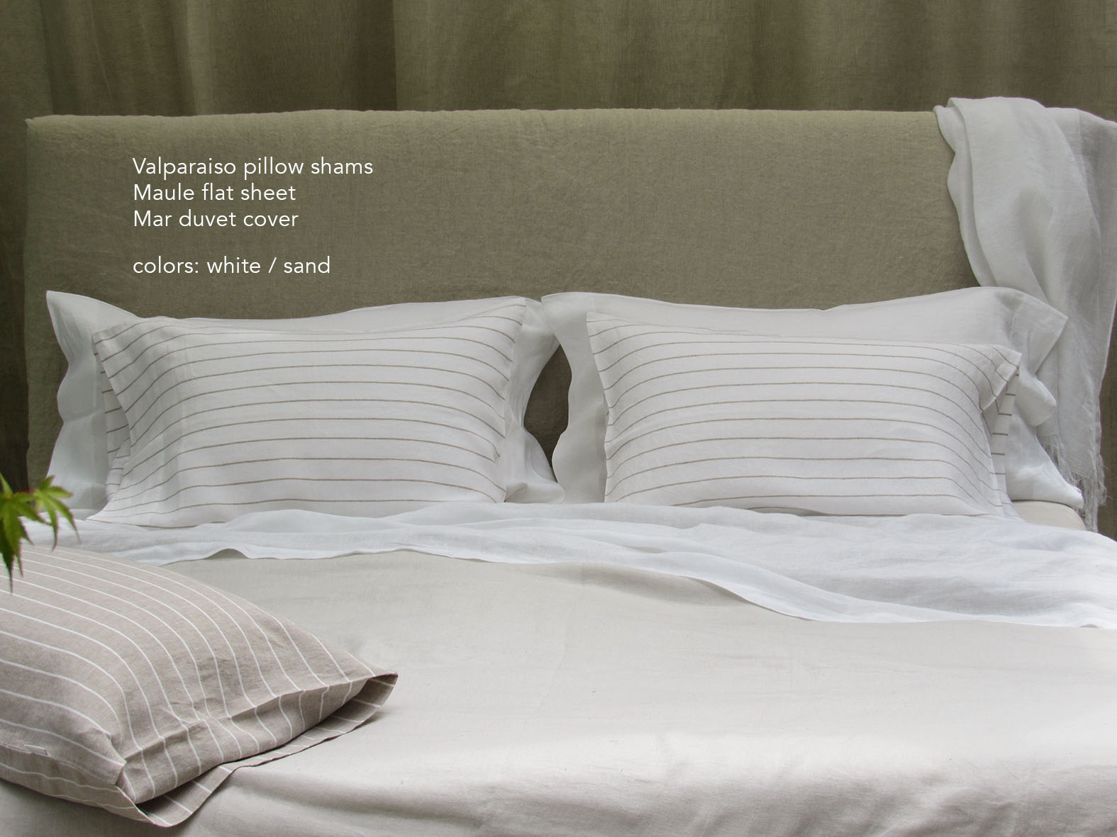 14. Colomba Living Bed description .jpg