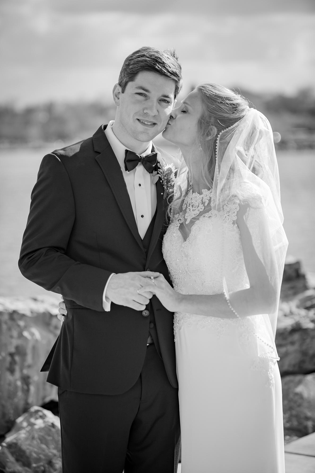 Ventosa-Vineyards-Geneva-NY-wedding-5296-2.jpg