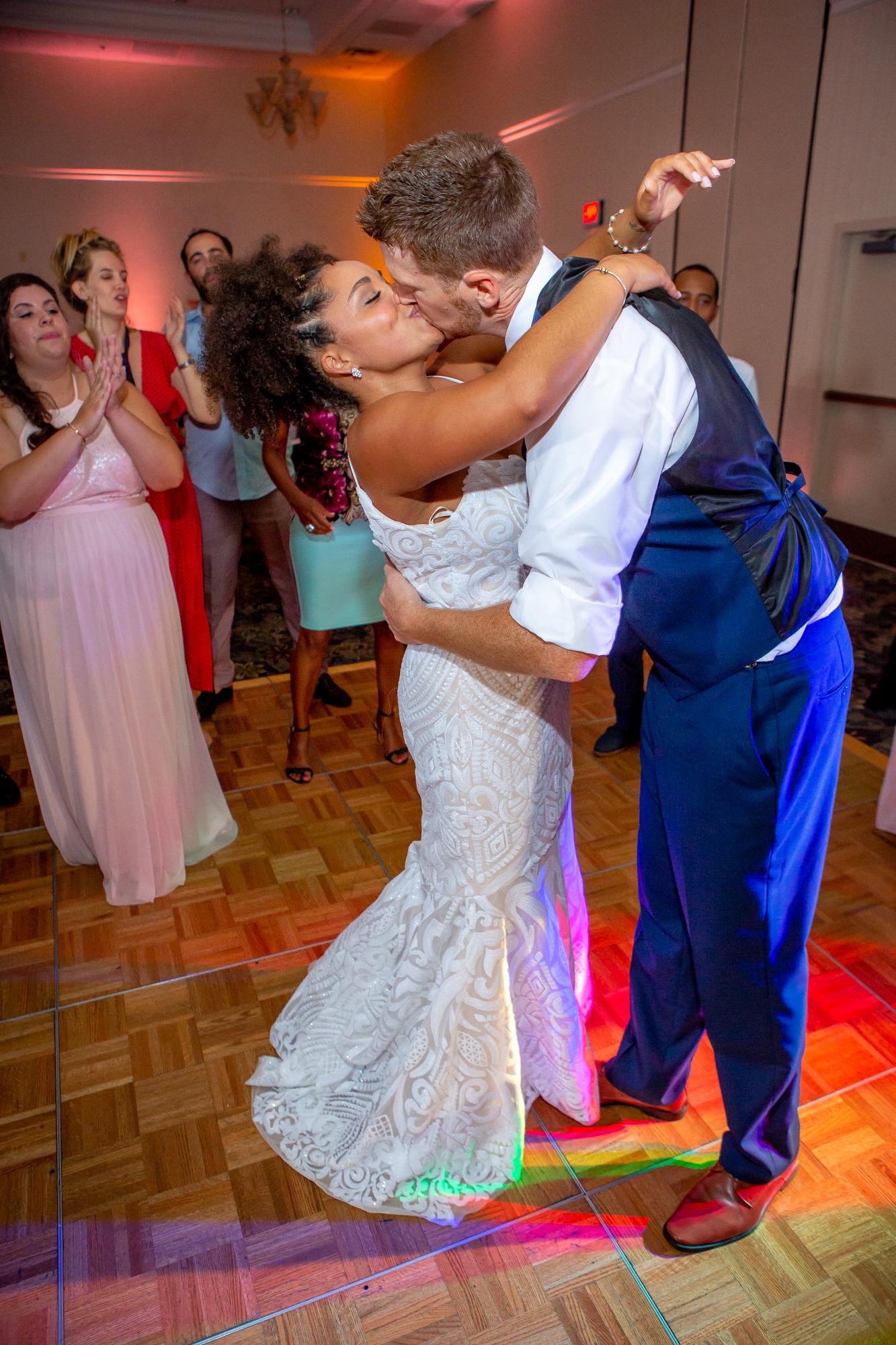 Ramada-Inn-Geneva-NY-Wedding-8888.jpg
