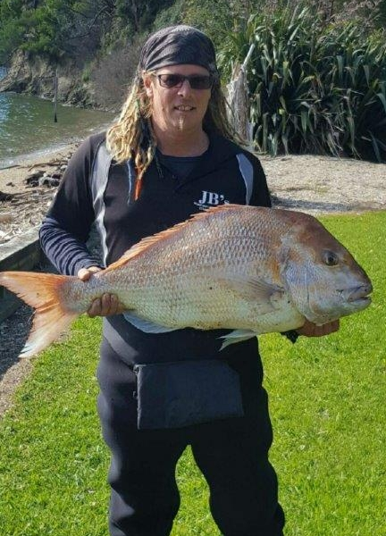 Scotty with this amazing 28lb snapper he hooked at the JB's Kenepuru Classic!  …..I think the snapper like the bait we sell at Bow To Stern NZ! – fortunately Scott had bought lots of salt ice from us to preserve his catch for the local taxidermist!