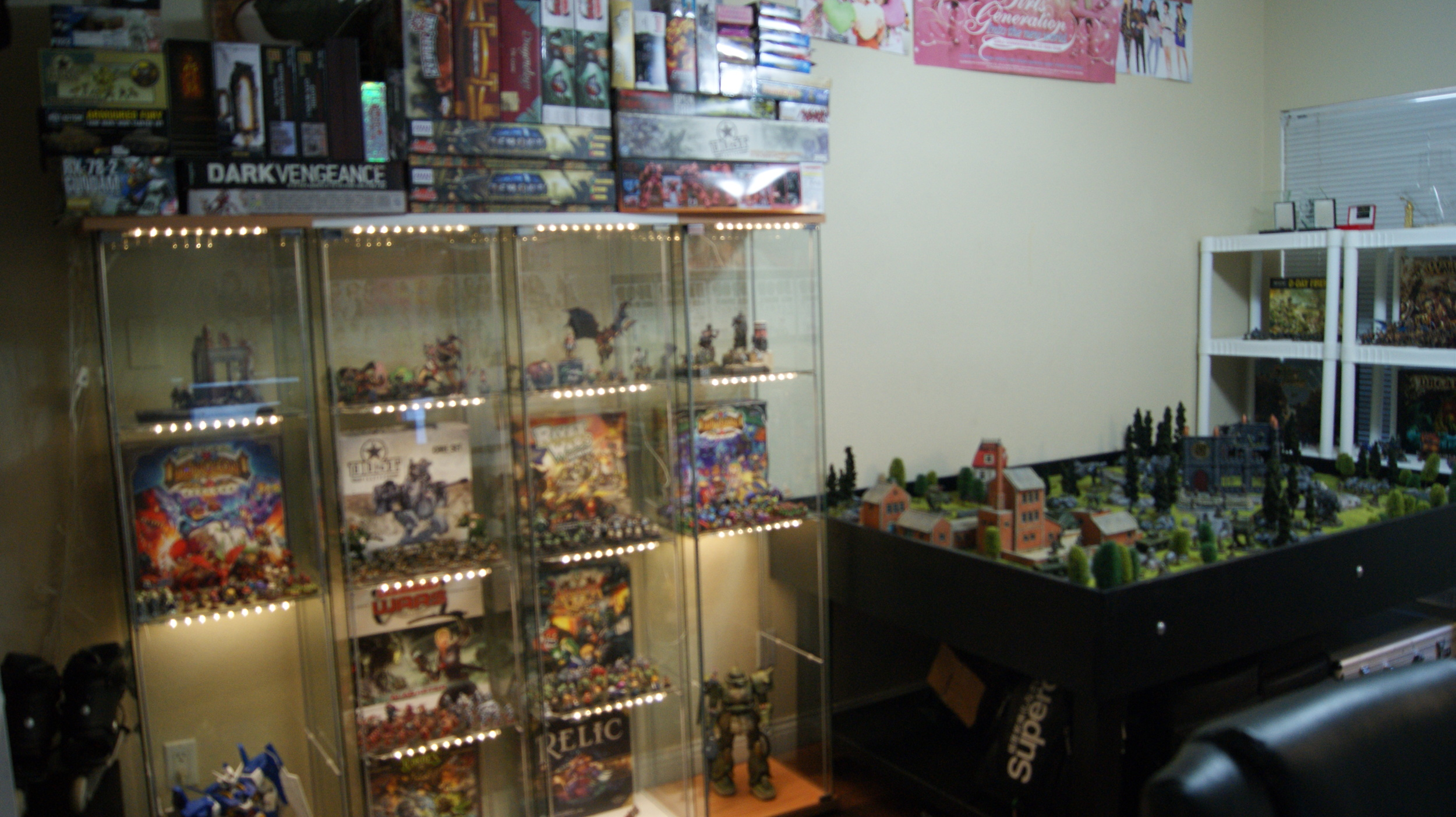 Hobby Game Room Game Table Realm of Battle Warhammer Display Cases Workstation