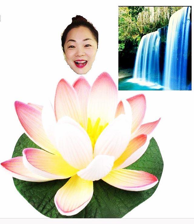 My wife, a flower She brings beauty to my home Here is water; grow  我的妻子,一朵花  她为我的家带来了美丽  这是水; 增长 #haiku #haikupoem #haikuforyou #haikuformywife #married #marriedlife #womanasflower