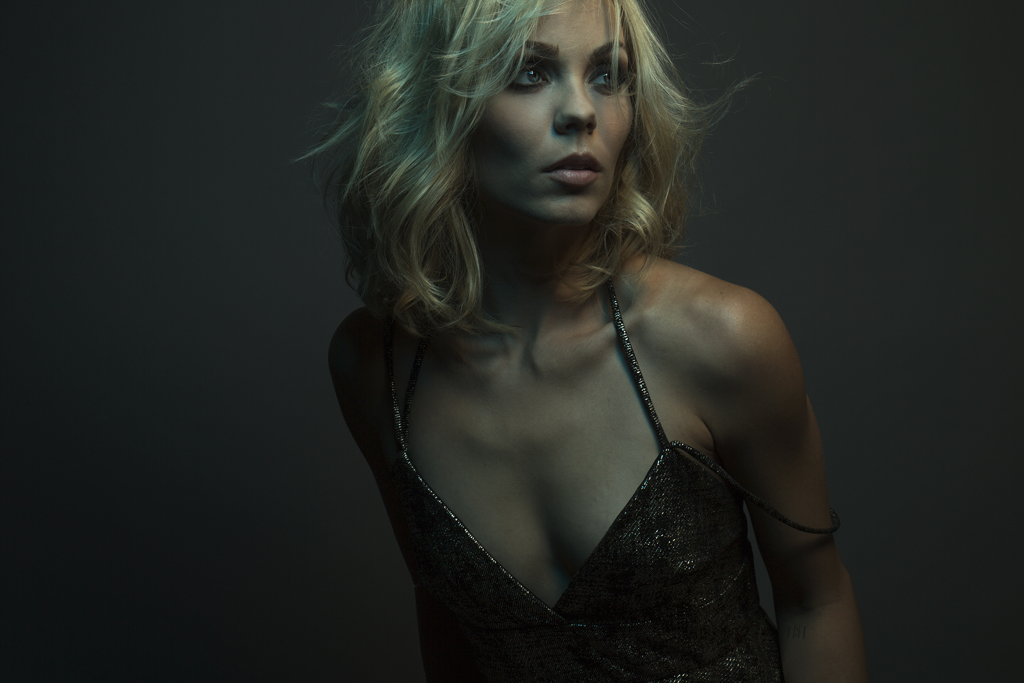 Makeup & hair for Laura Vandervoort // Felix Magazine