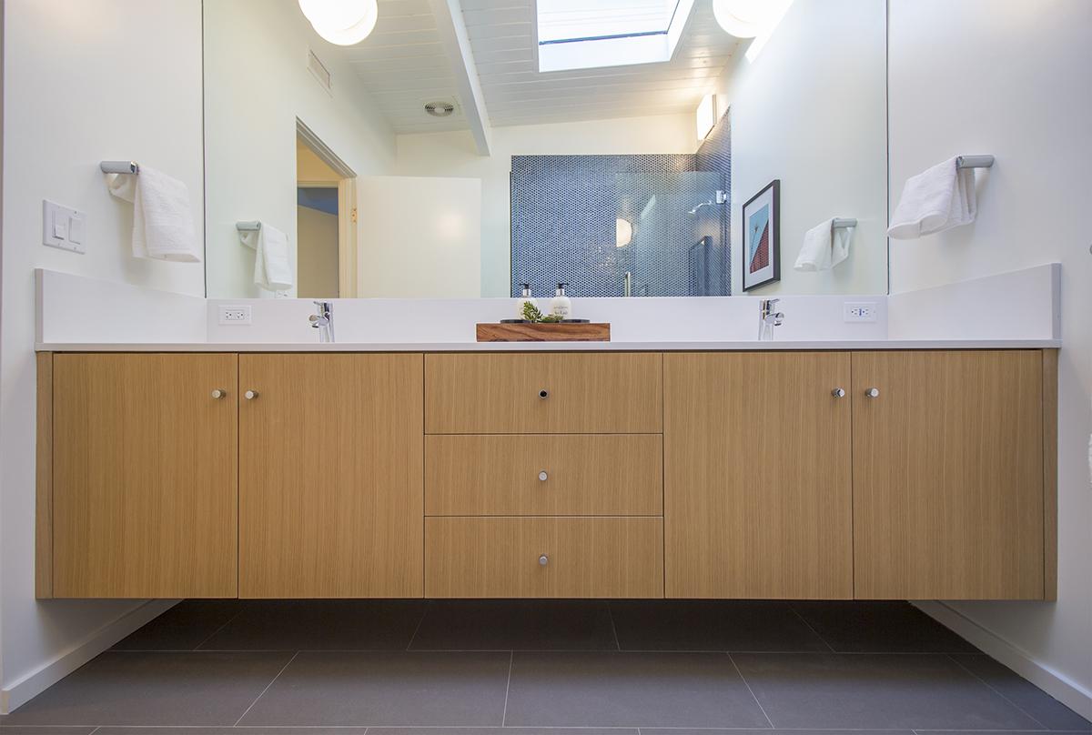 25 Bath 2 vanity.jpg