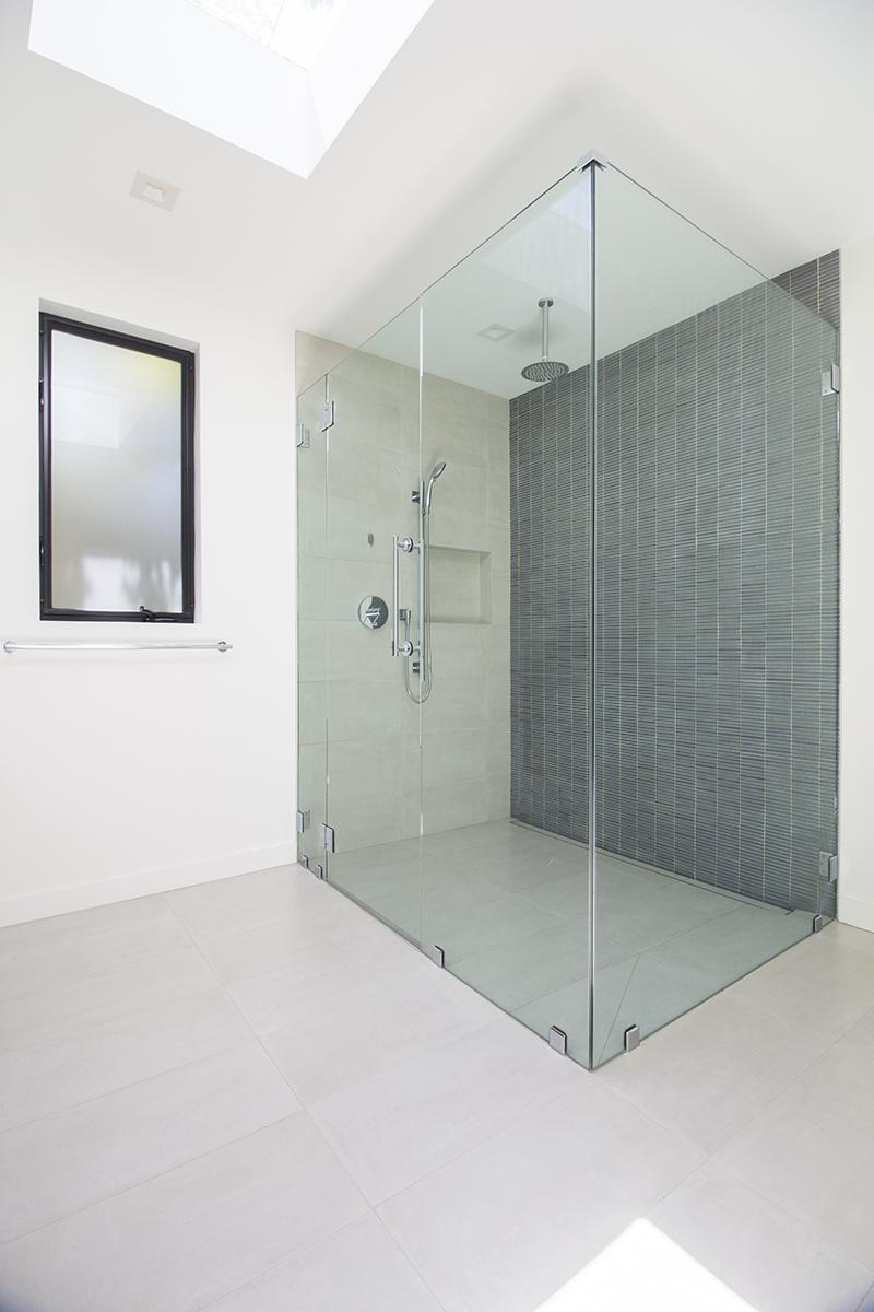 10 Bath 1 Shower.jpg