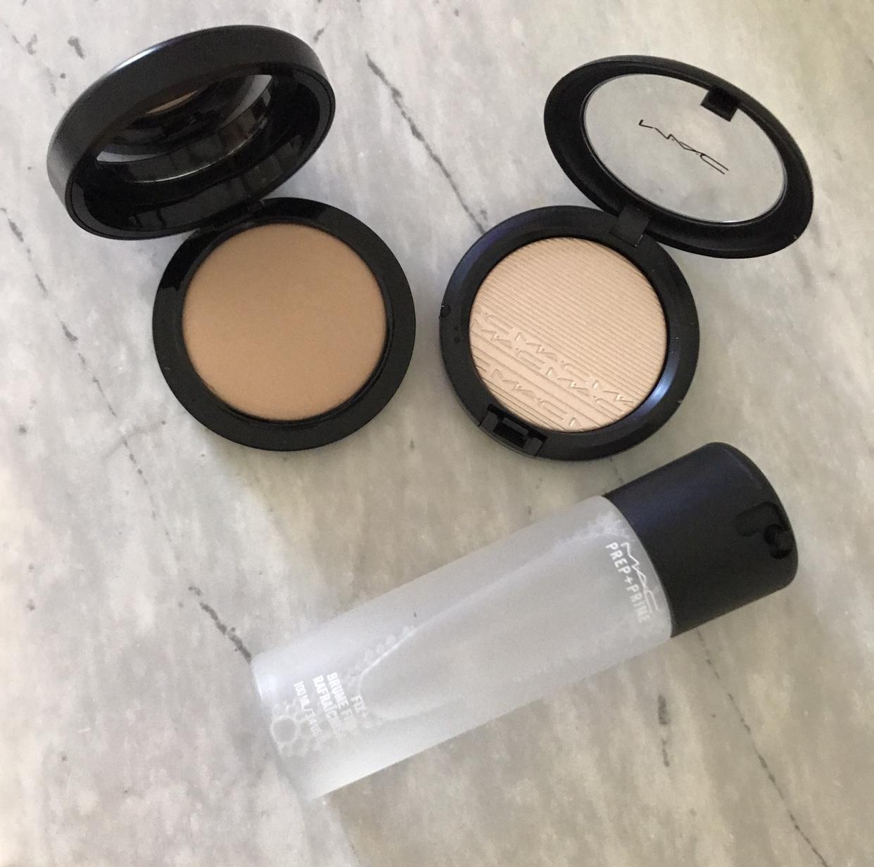 Sexy Slightly Glowy Powder/ /        Sexy Glow//        Sexy Spray Set