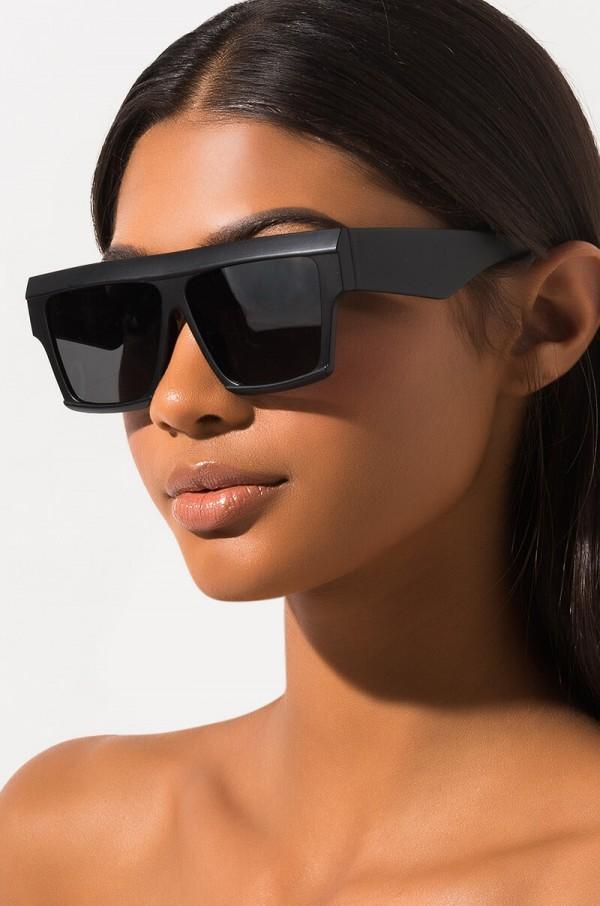 in-love-oversized-sunglasses_black_1.jpg
