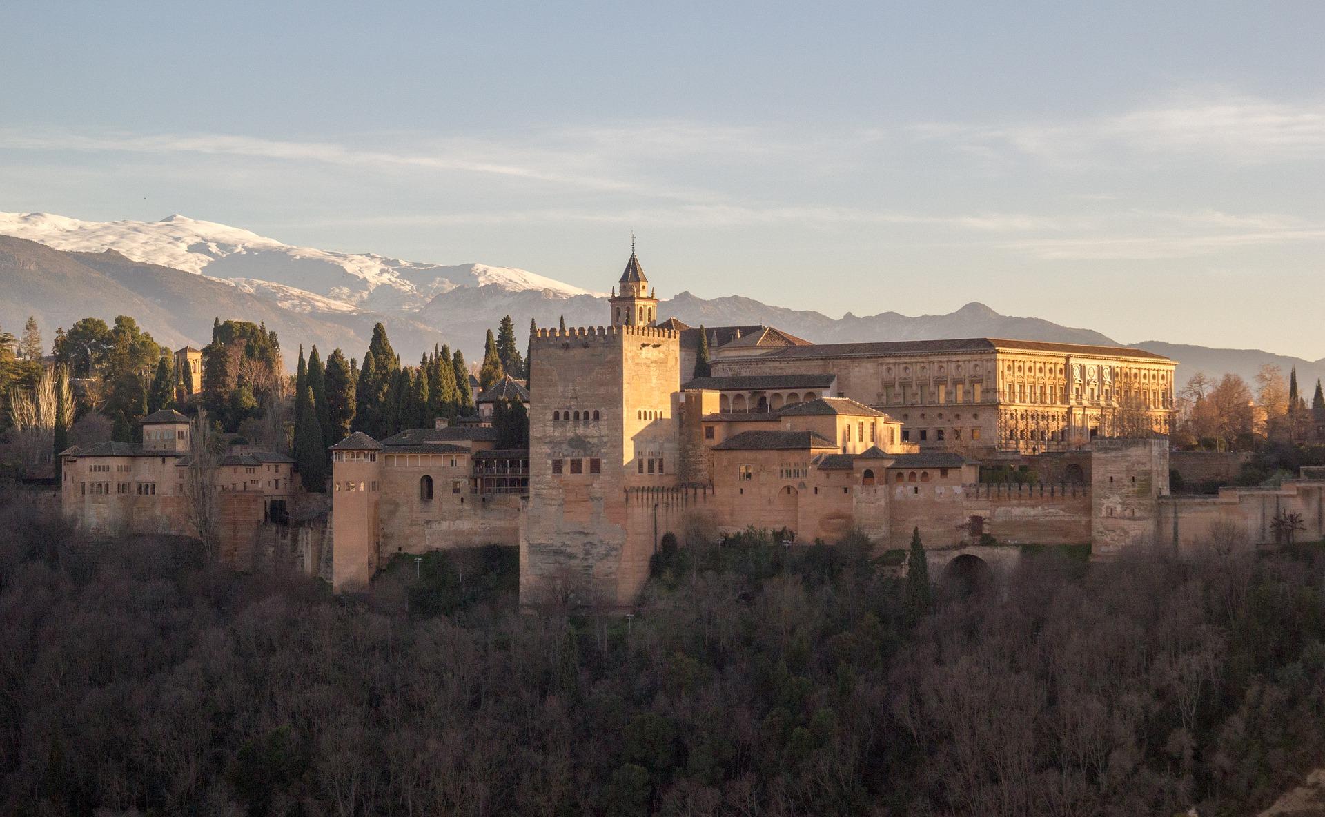 alhambra-3098633_1920.jpg