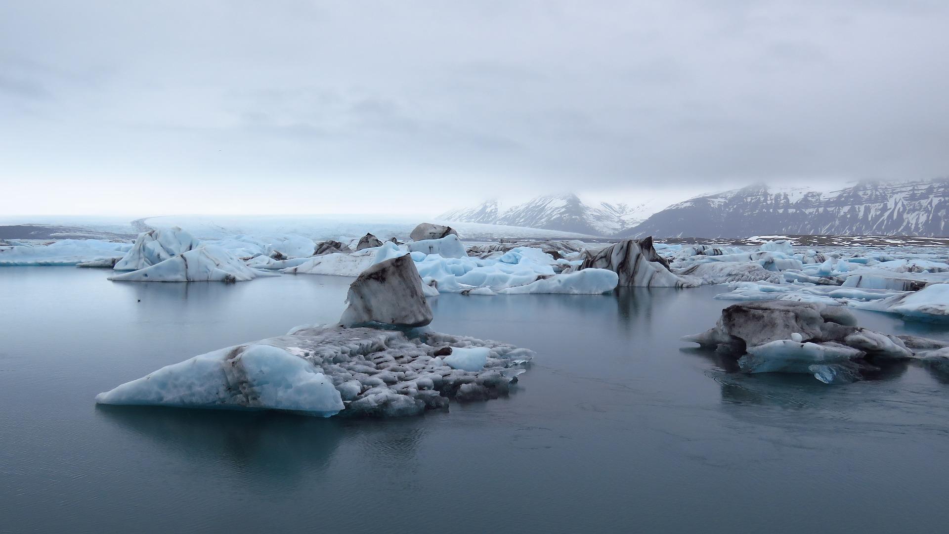 iceland-2889267_1920.jpg