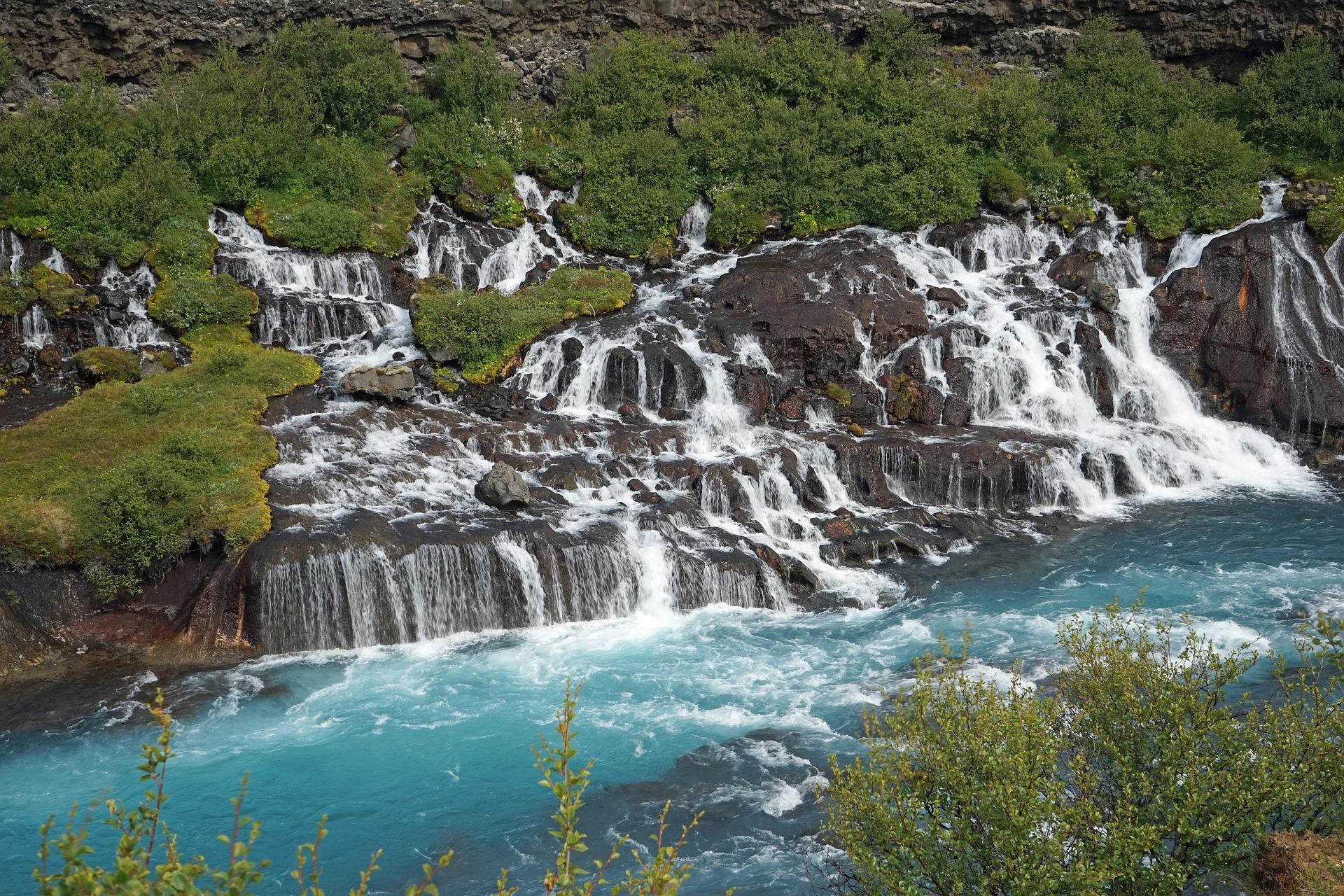 waterfall-889693_1920.jpg