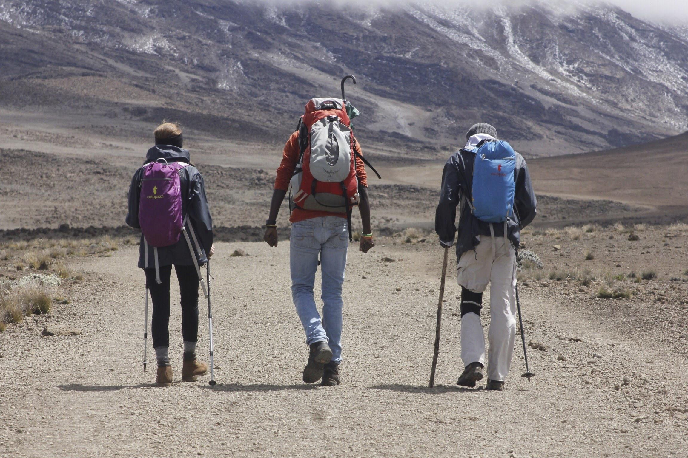 Climbing_Kilimanjaro_Guides.jpg