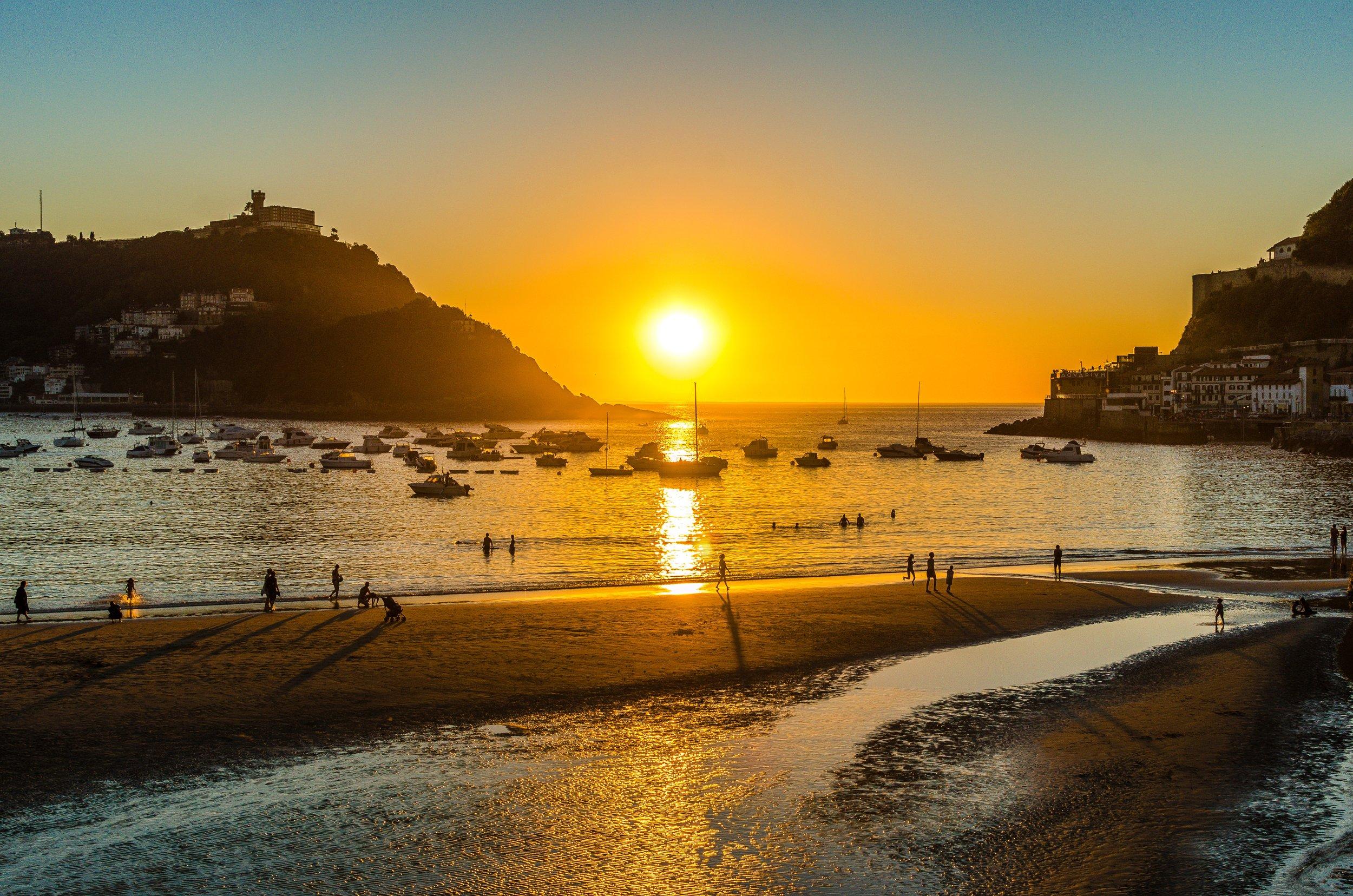 bay-beach-dawn-1038560.jpg