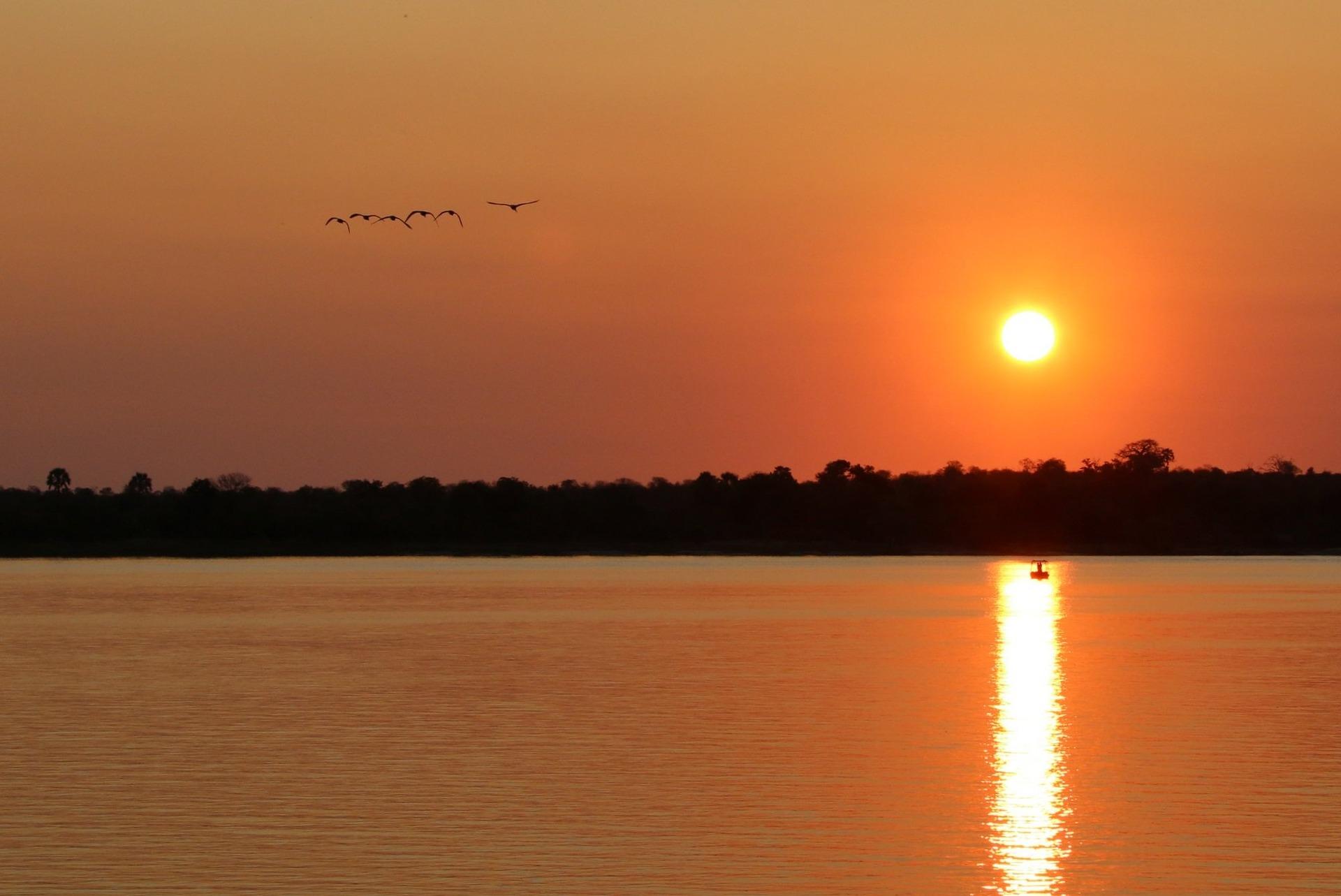 sunset-1364408_1920.jpg