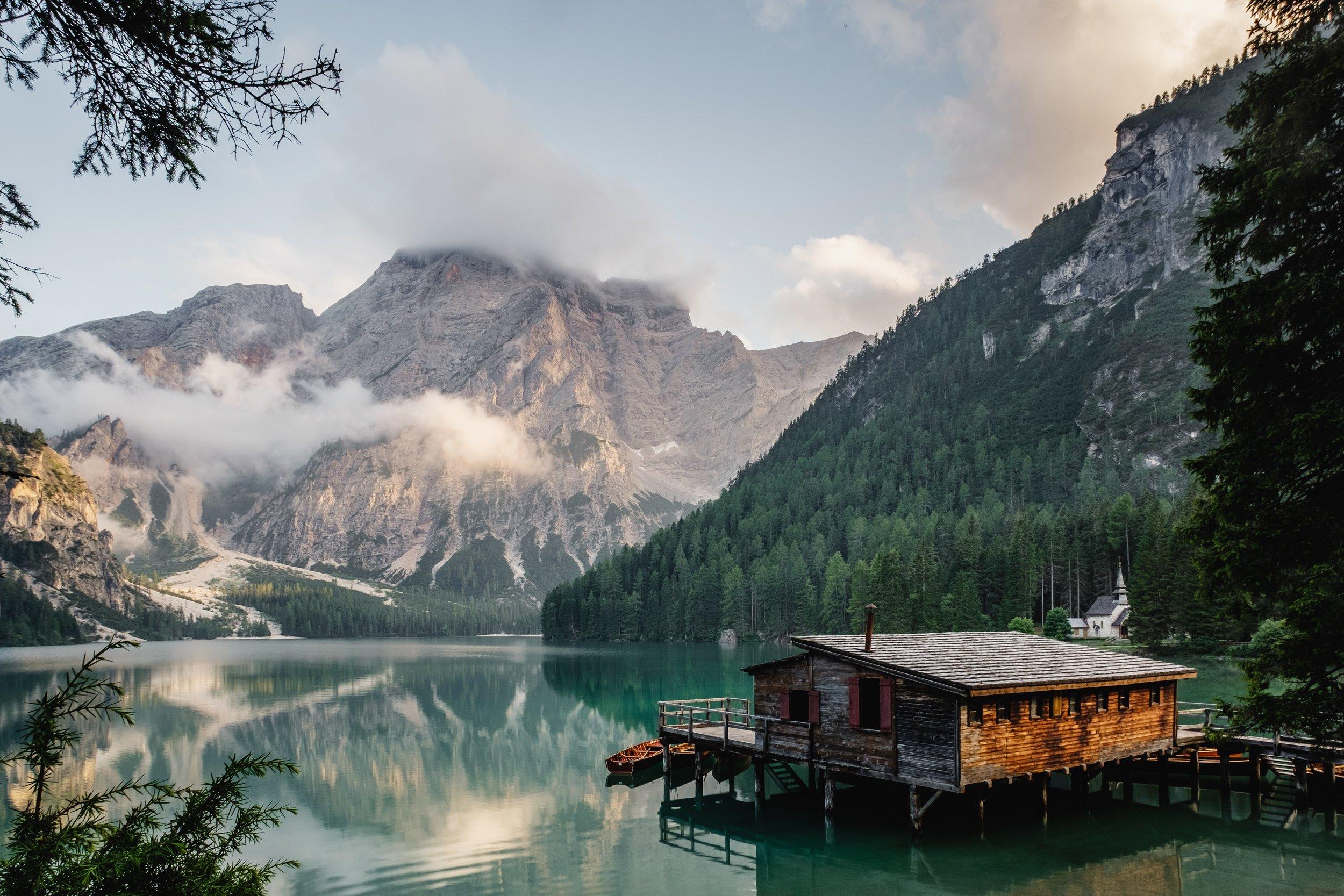 Lago di Braies Italy.jpg