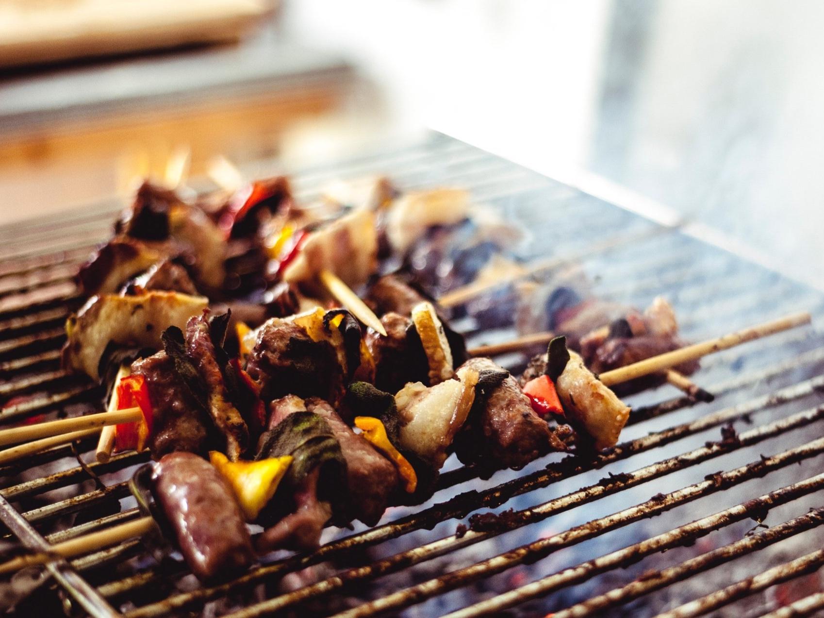 barbecue-blur-charcoal-604660.jpg