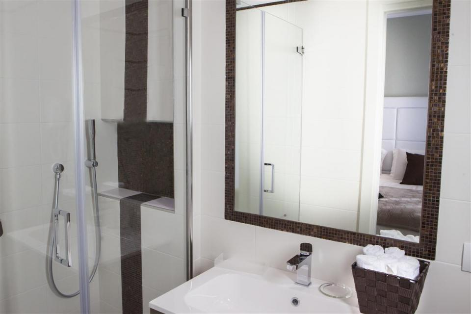 bathroomBVR.jpg