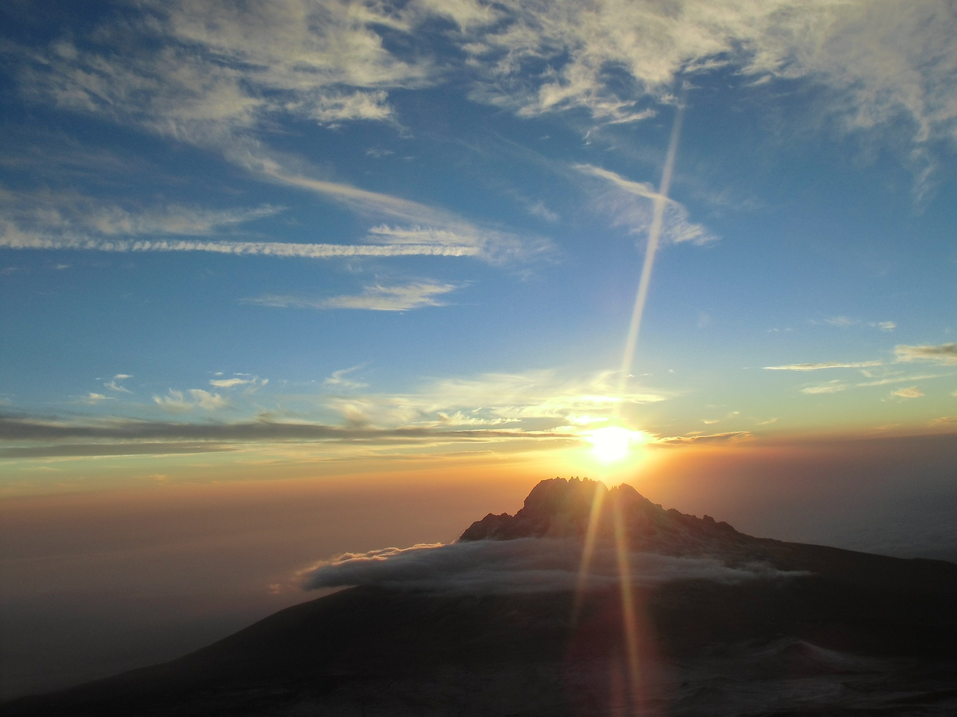 kilimanjaro-574299_1920.jpg