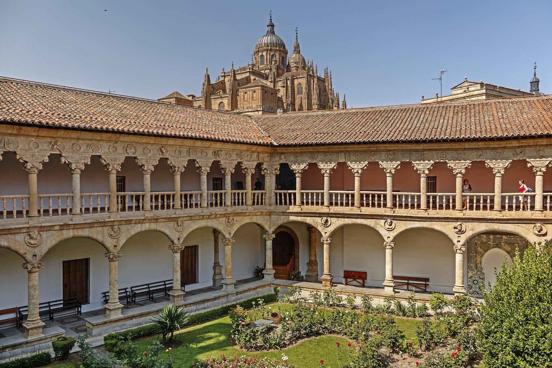cloister-of-las-duenas-3684449_1920.jpg