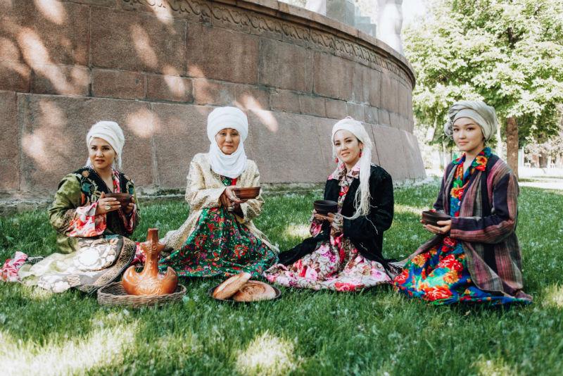 silk-road-travel-women.jpg
