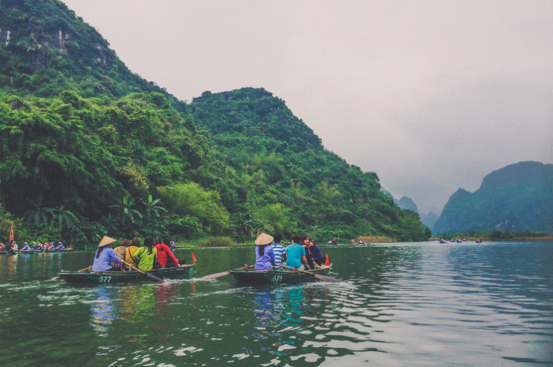 vietnam-cultural-adventure-halong-bay-pirogues.jpg