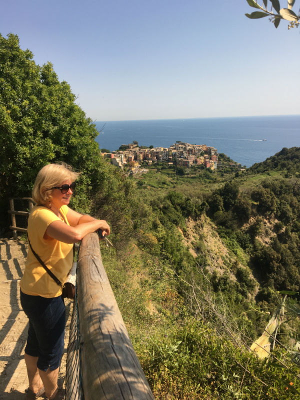 traveler-review-cinque-terre-donna-vernazza.jpg