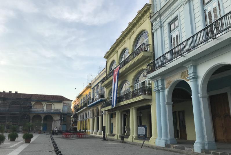 sunrise-walk-old-havana-plaza-vieja.jpg