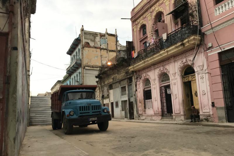 sunrise-walk-old-havana-truck.jpg