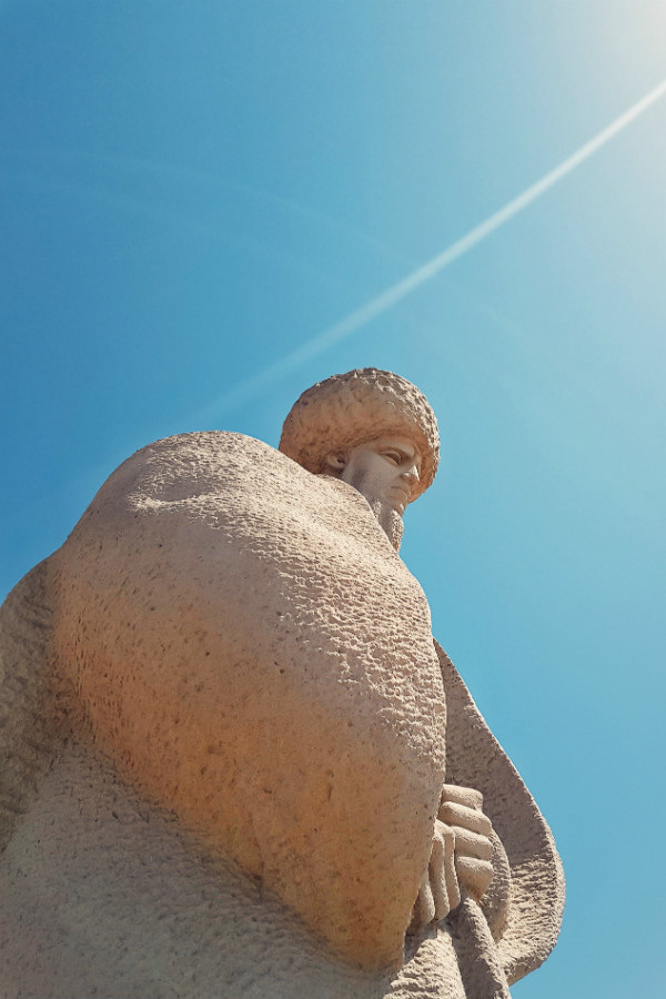 turkmenistan-bizarre-country-monument.jpg