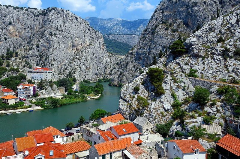best-places-to-visit-in-croatia-omis.jpg