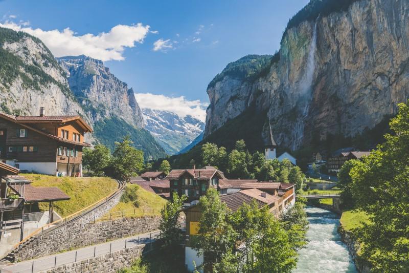 best-time-to-visit-switzerland-summer-lauterbrunnen-valley.jpg