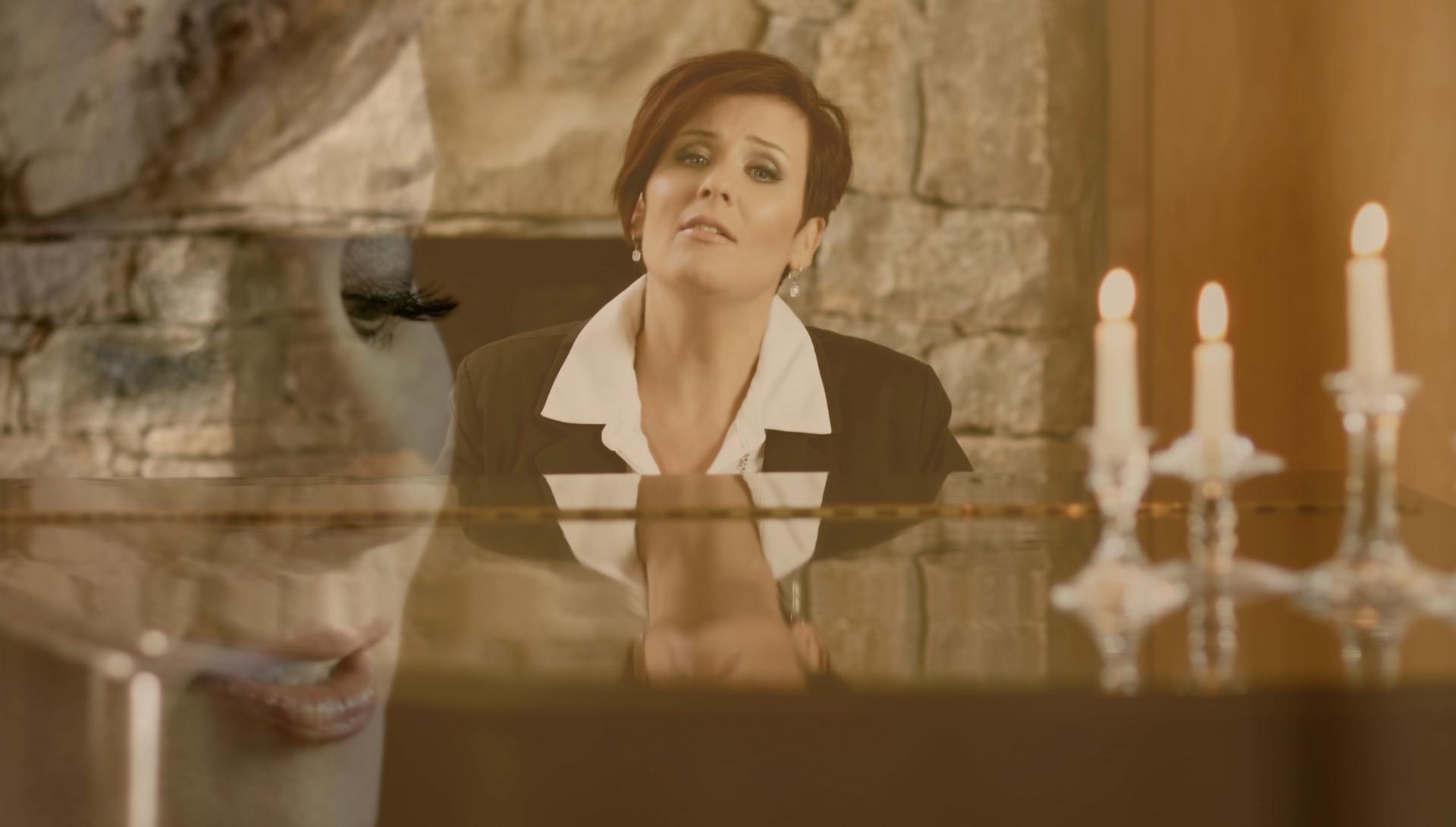 Karin-music-video-Screenshot 2015-11-08 08.03.42.jpg