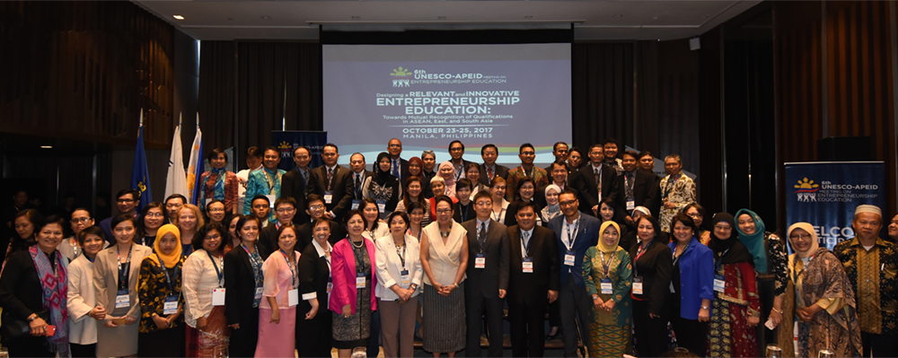 Delegates from the ASEAN-member countries pose with CHED Chair Dr. Patricia B. Licuanan (center) who is flanked by (left) Miriam College President Dr. Rosario O. Lapus and (right) Educational Innovation and Skills Development (EISD) UNESCO APEID Bangkok Chief Libing Wang, and 6th UNESCO APEID Meeting Chair Dr. Antonio M. Lopez.