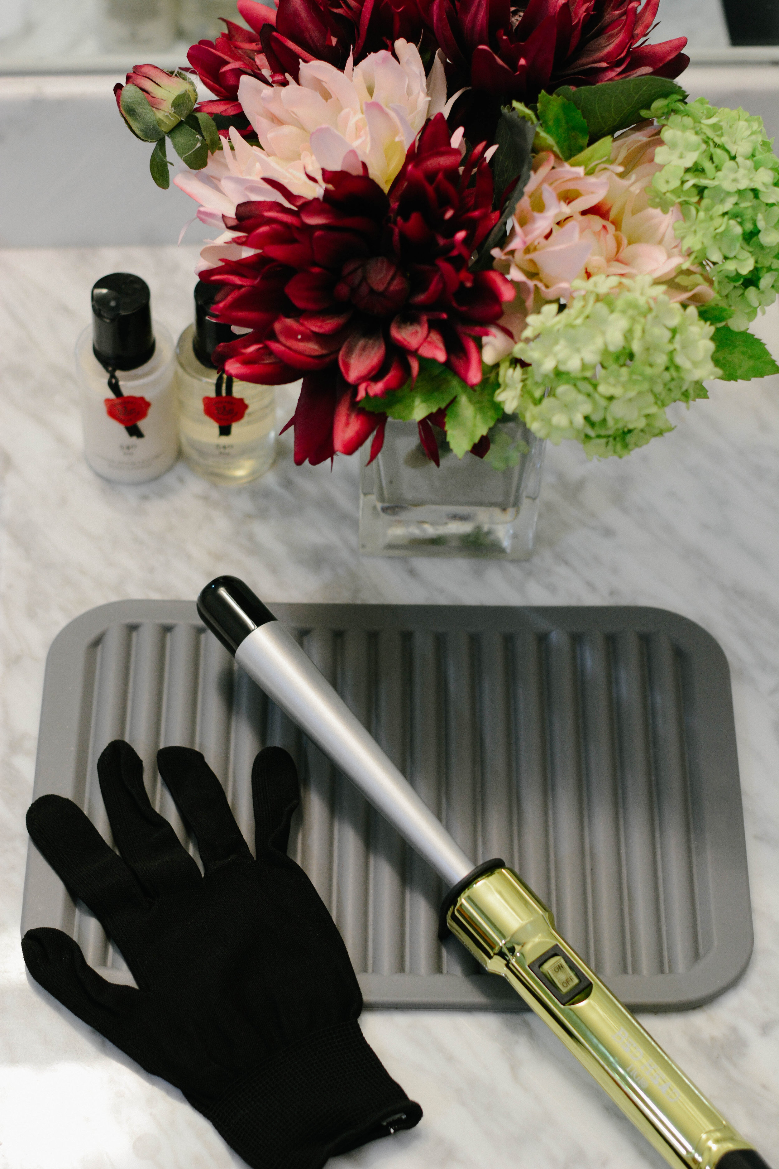 My favorite thing about this tool, is how easy it is to use. Being new to styling my hair, I am always looking for tools that will make the process quicker. There is just one heat setting (400° F), is clamp-free, and you wrap-and-go. Also, it comes with a heat-protective glove, which for me is a MUST. It has saved me from burning myself on several occasions.