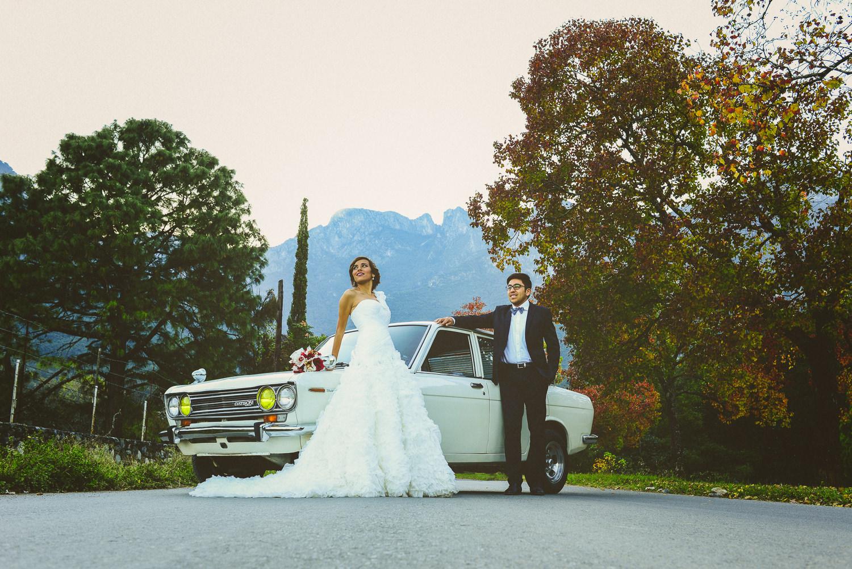 fotografo de bodas mexico - old classic car wedding photographer