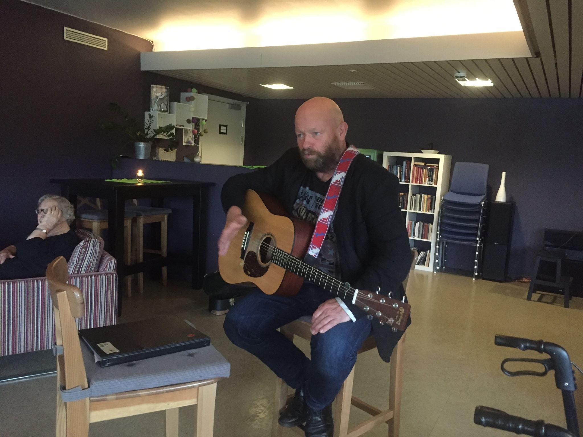 Nils Ole Lien på torsdagstreff på Vinjehuset