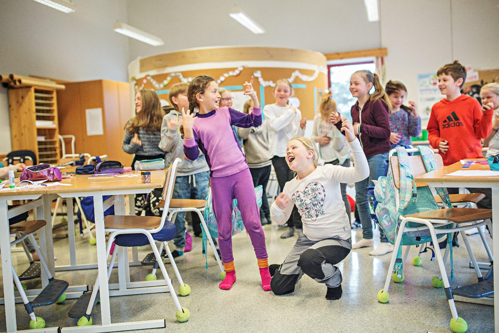 Over tid har både sang i skolen og musikkfaget som sådann blitt svekket. Dette til tross for omfattende forskning som viser at praktiske og estetiske fag er grunnleggende viktig for både den enkelte elevs utvikling og for hele skolemiljøet – sier Ole-Henrik Holøs Pettersen, styreleder i Musikk i Skolen.