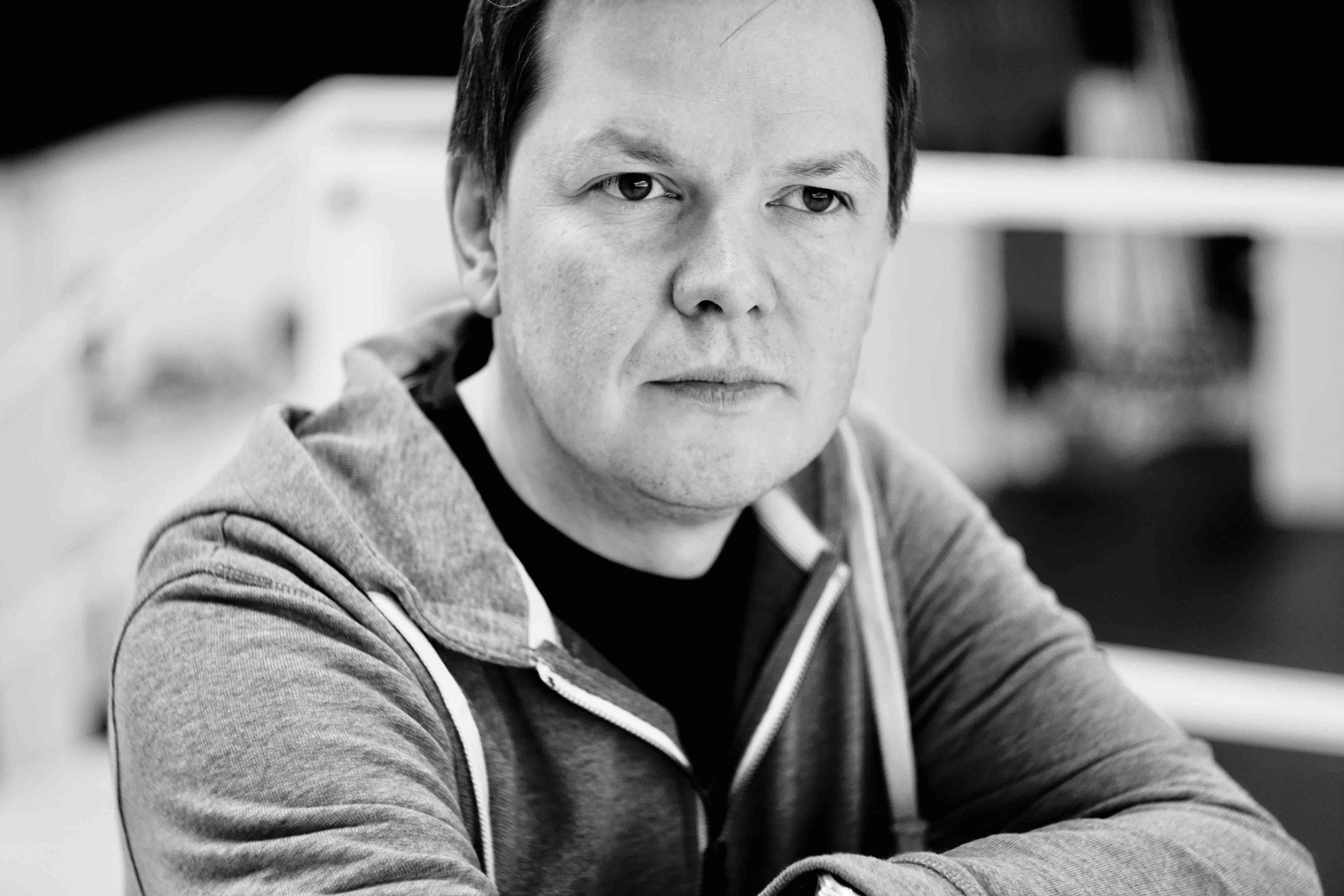 Ola Marius Ryan - er utdannet operasanger og sangpedagog, og har arbeidet som utøvende sanger i mange år. Siden 2016 har han i tillegg vært ansatt i 50% stilling ved musikklærerutdanningen på Nord universitet.