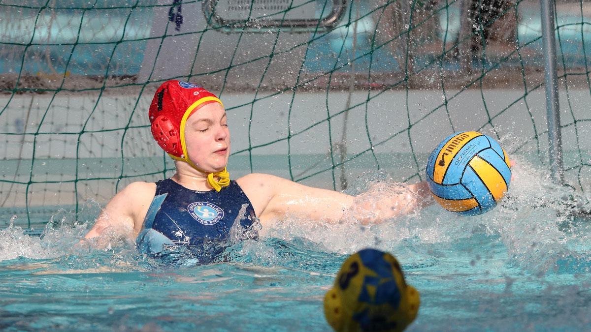 borbola_toth_otter_goalkeeper_save.jpg