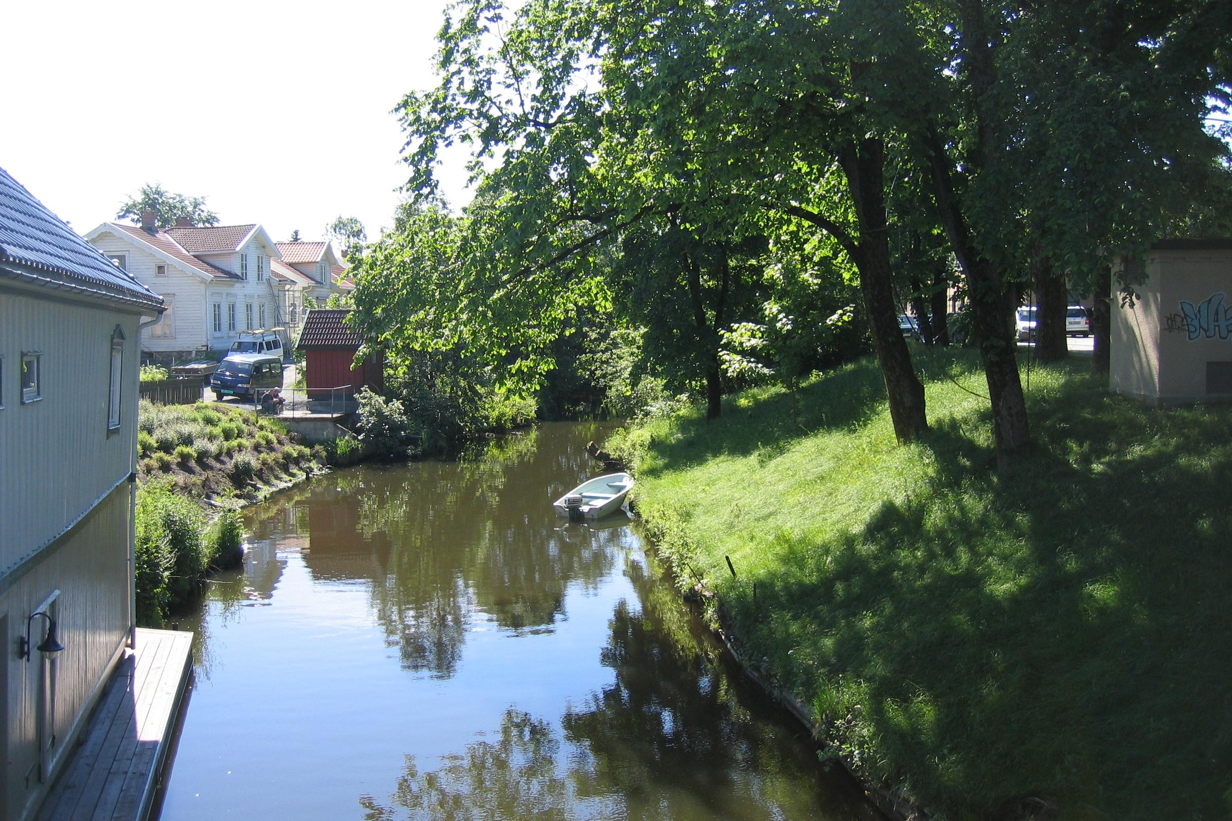 Alt vann fra Børsesjøvassdraget renner ut i Porsgrunnselva ved Osebro
