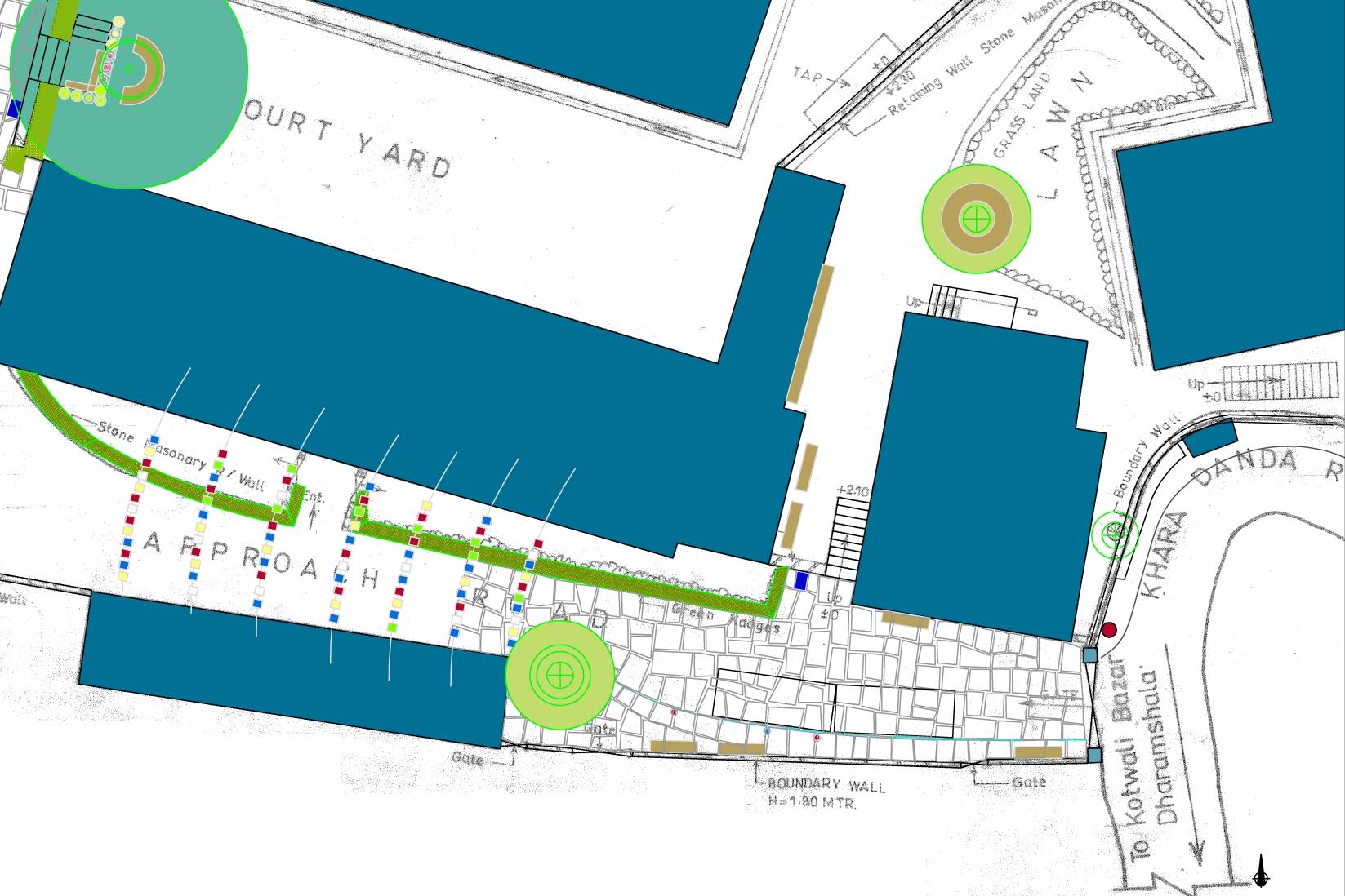 Plan for atkomstpartiet til sykehuset, med gulv av steinheller, benker, et stort tre og bønneflagg