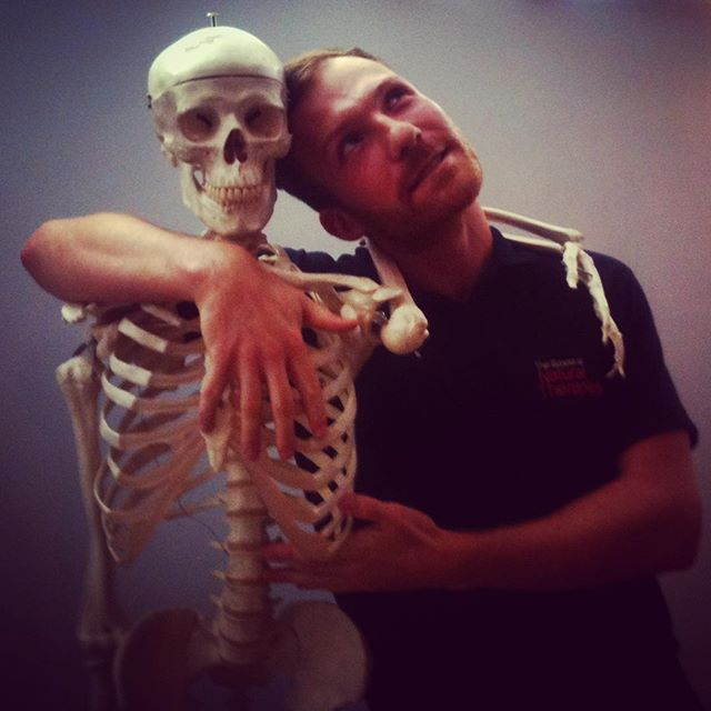 👻🍂🎃Happy Halloween 🍂🎃💀Flash back from exactly 6years ago when I was studying my Clinical Sport and Remedial Massage course at the London School of Natural Therapies 🍂👻🎃☠️💀🕸🕷 . .#schoolofnaturaltherapies #sportmassagetherapy #skeleton #bones #halloween #acupuncture #medicalacupuncture #dryneedling #anatomyandphysiology #anatomy #happyhalloween #remedialmassage #sportsmassage #deeptissuemassage