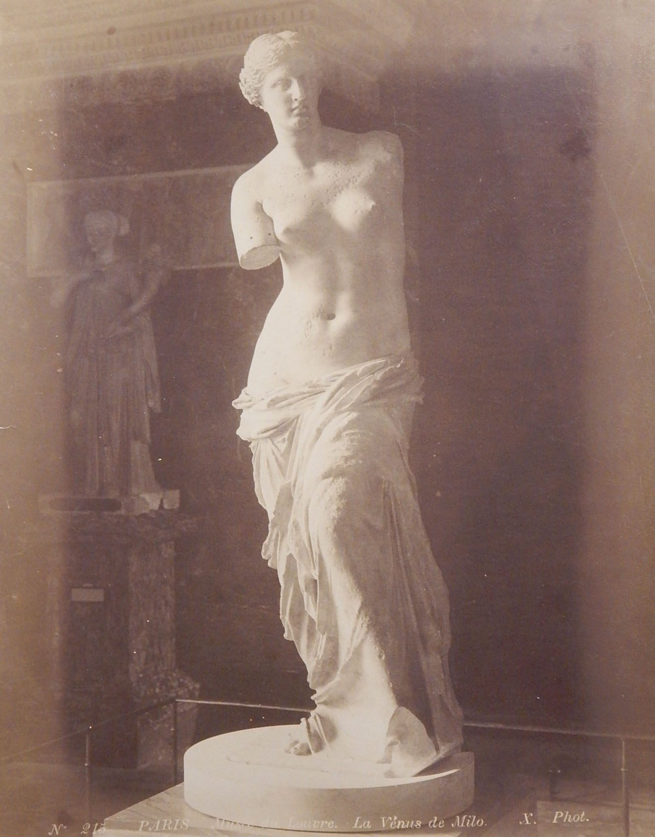 Photo of the Venus de Milo at the Louvre, Paris, France
