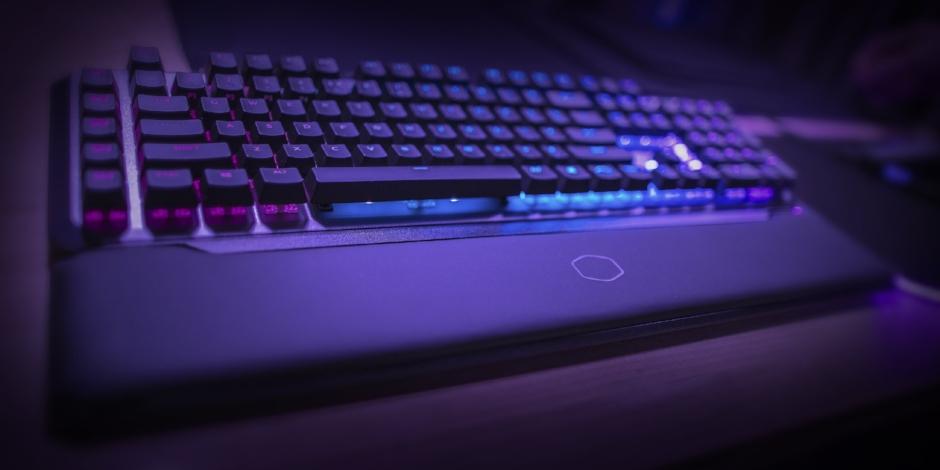 Cooler_Master_MK851_Keyboard.jpg