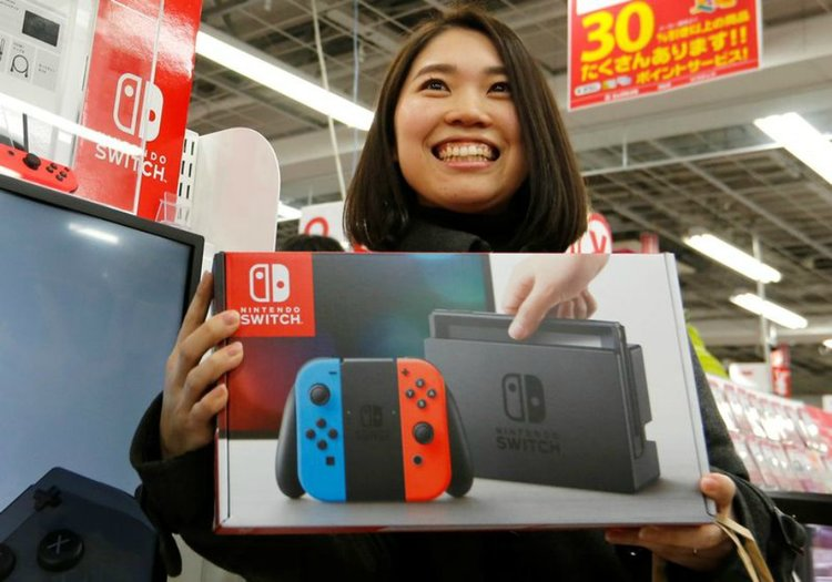 Nintendo-Switch-Takes-Home-The-Crown-Gametyrant.jpg