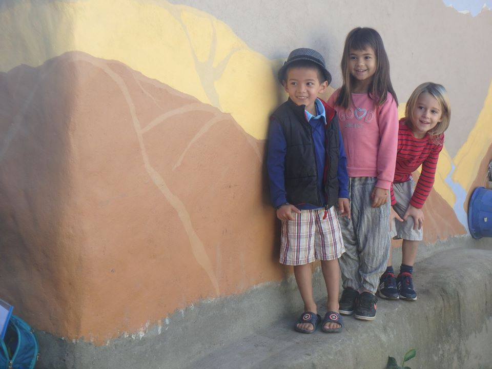 earth-bag-school-kids